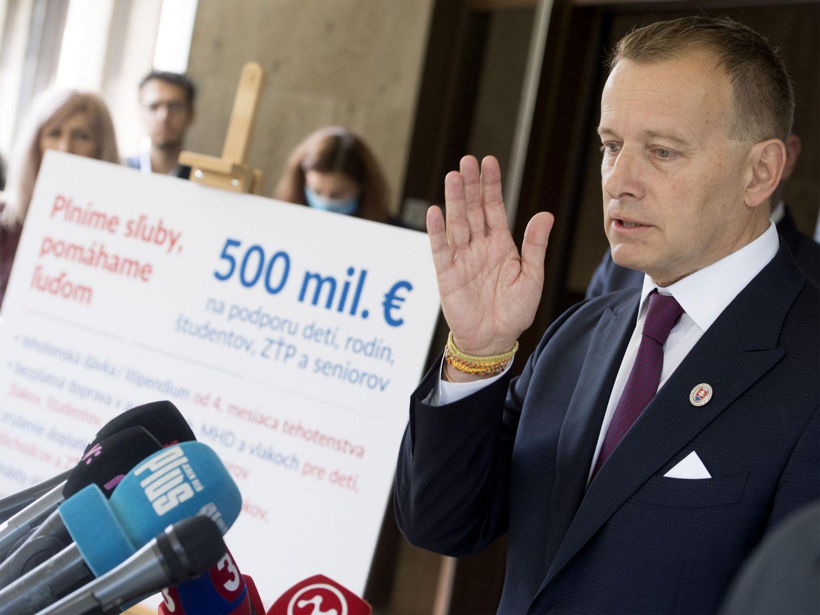Firma Borisa Kollára zarobí na zmluve so štátnym Tiposom 250-tisíc eur, kritizujú predsedu parlamentu Smer aj Dobrá voľba