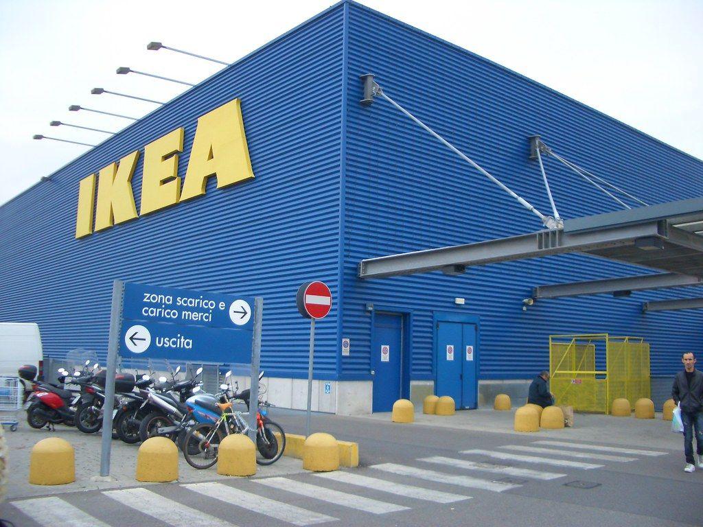 Poliak písal, že si homosexuáli zaslúžia smrť, tak ho IKEA vyhodila. Teraz ju za to žaluje poľská vláda
