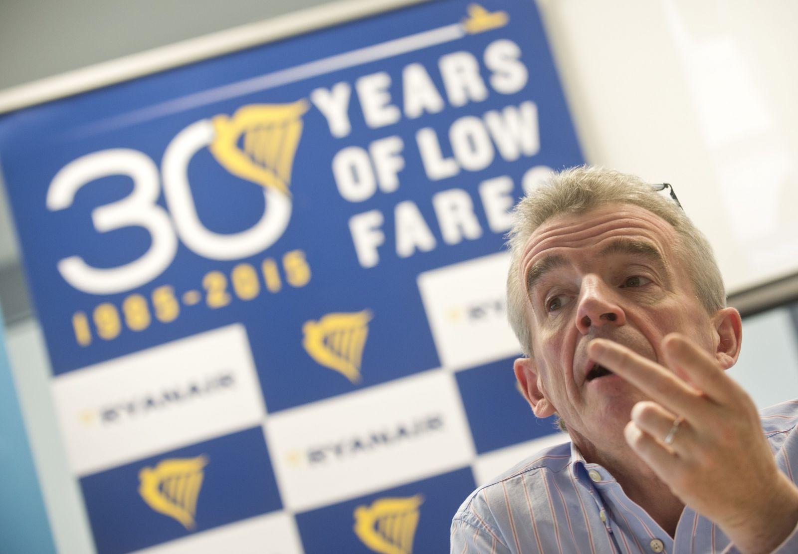 Ryanair nebude lietať s idiotskými pravidlami o sociálnom dištancovaní, vyhlásil nahnevaný šéf aerolinky