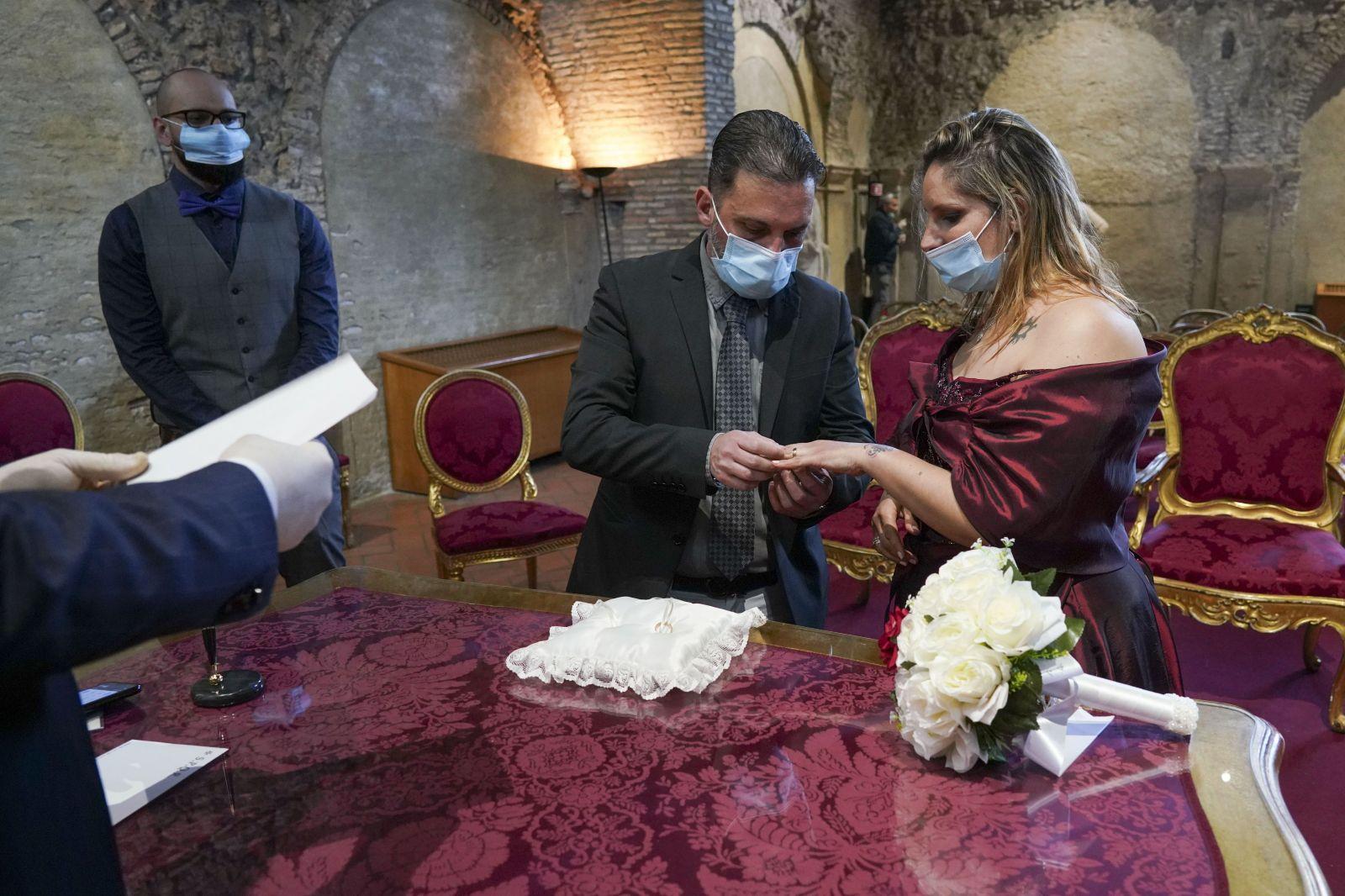 V New Yorku sa v pandémii môžeš zosobášiť cez internet. Online svadby teraz povolil guvernér štátu