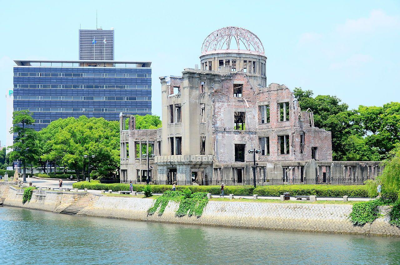 Jedinú budovu, ktorá zostala stáť po výbuchu v Bejrúte, stavali Česi. Inak tomu nebolo ani po explózii atómovky v Hirošime