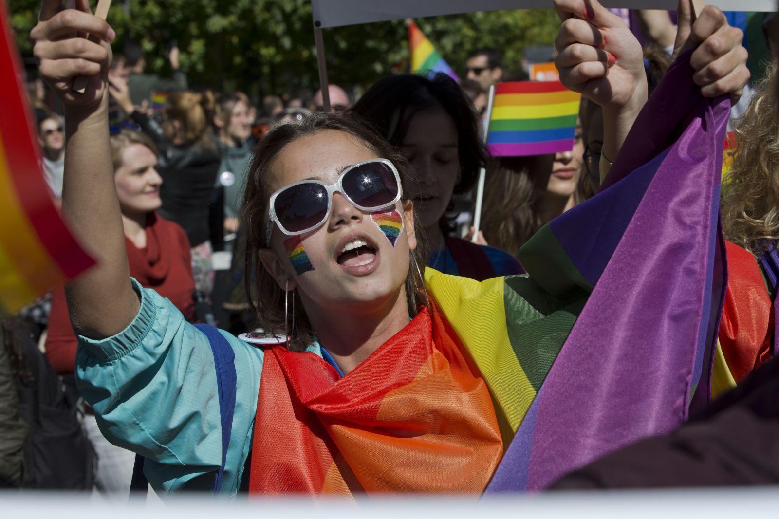 Až 6 z 10 LGBTI ľudí sa bojí na verejnosti držať za ruky, ukázala najväčšia európska štúdia svojho druhu