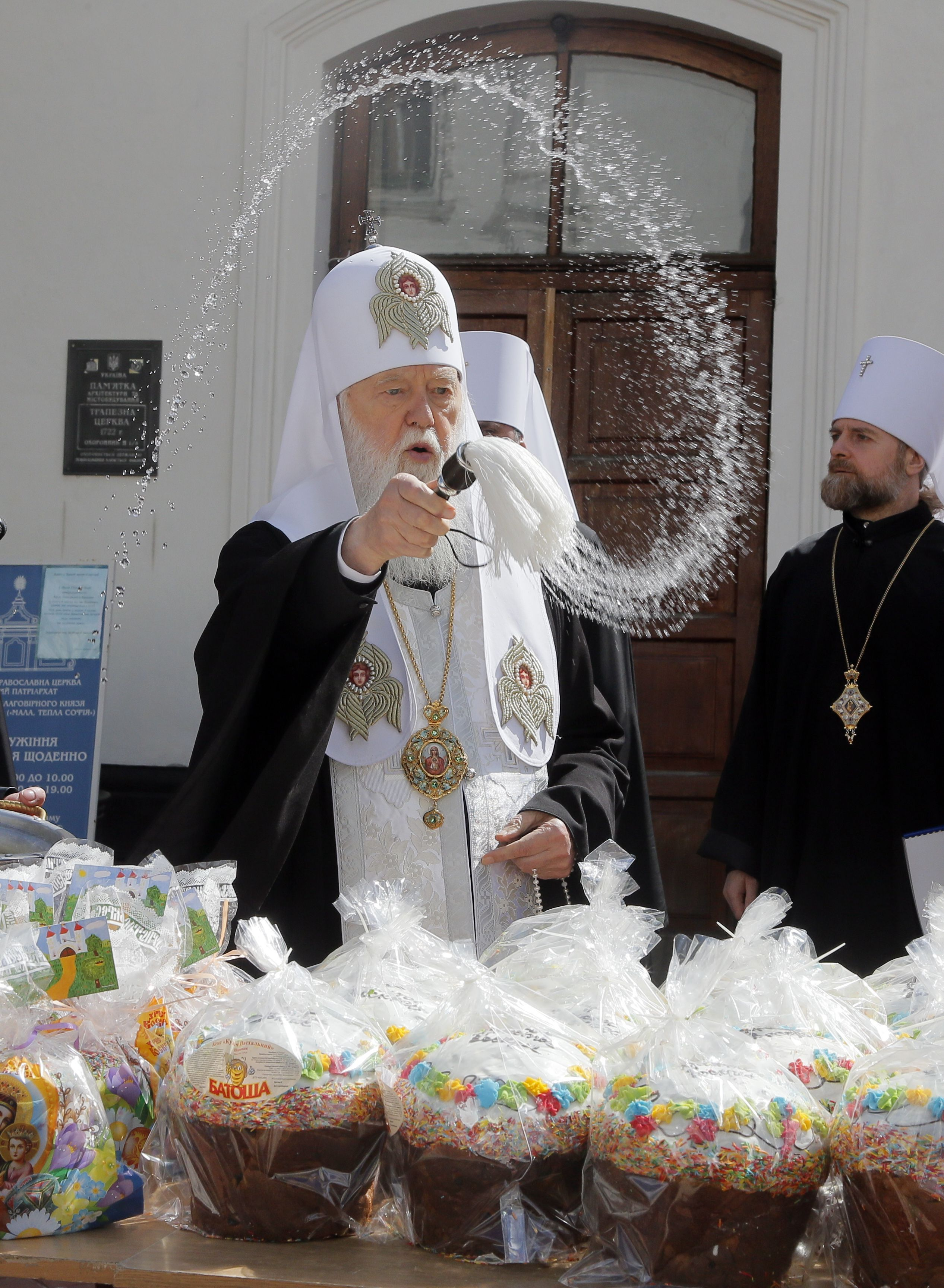 Vrcholný duchovný označil Covid-19 za boží trest za homosexualitu, teraz sa ním sám nakazil