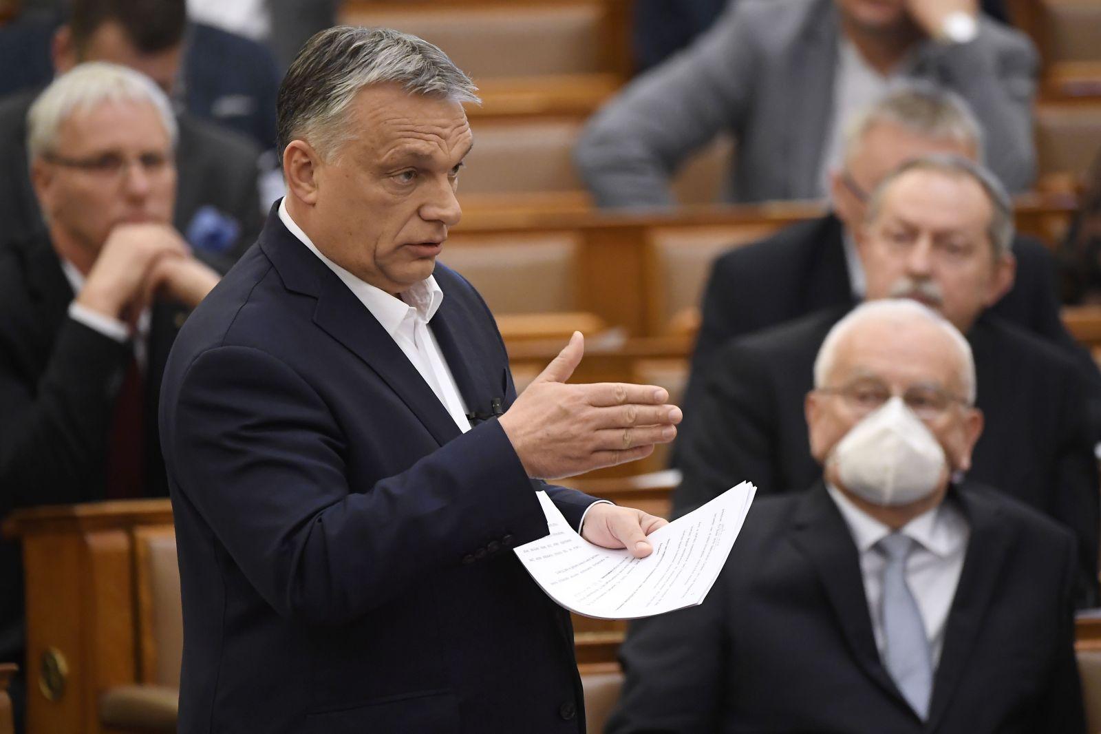 Maďari plánujú zrušiť právne uznanie transrodovým ľuďom.