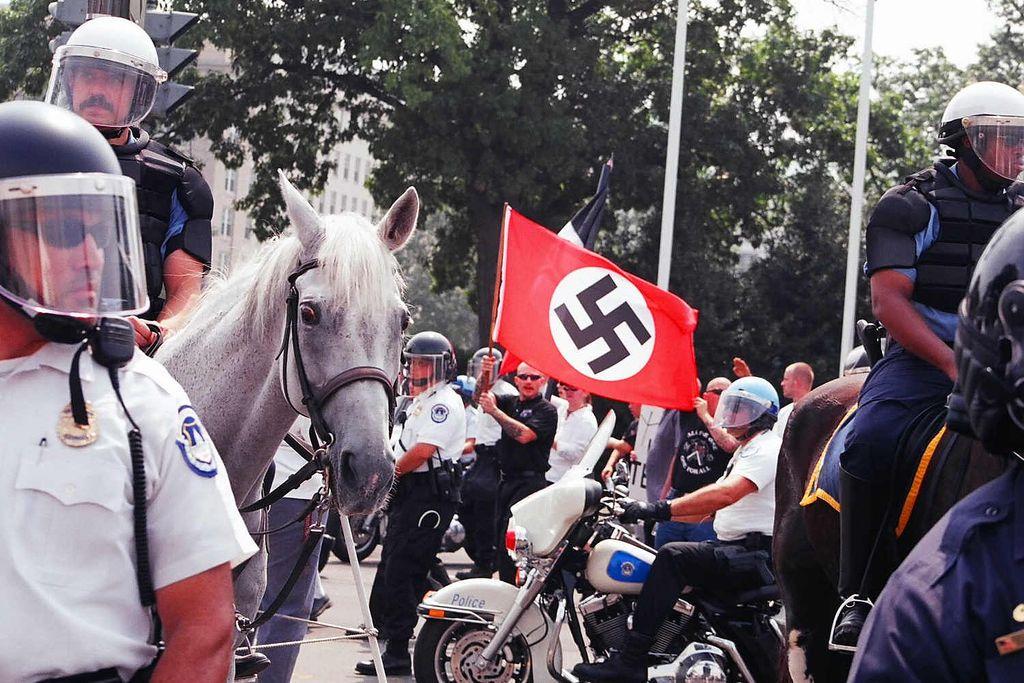 Bývalí neonacisti z Bratislavy: Kotleba kráča v stopách Hitlera (Rozhovor)
