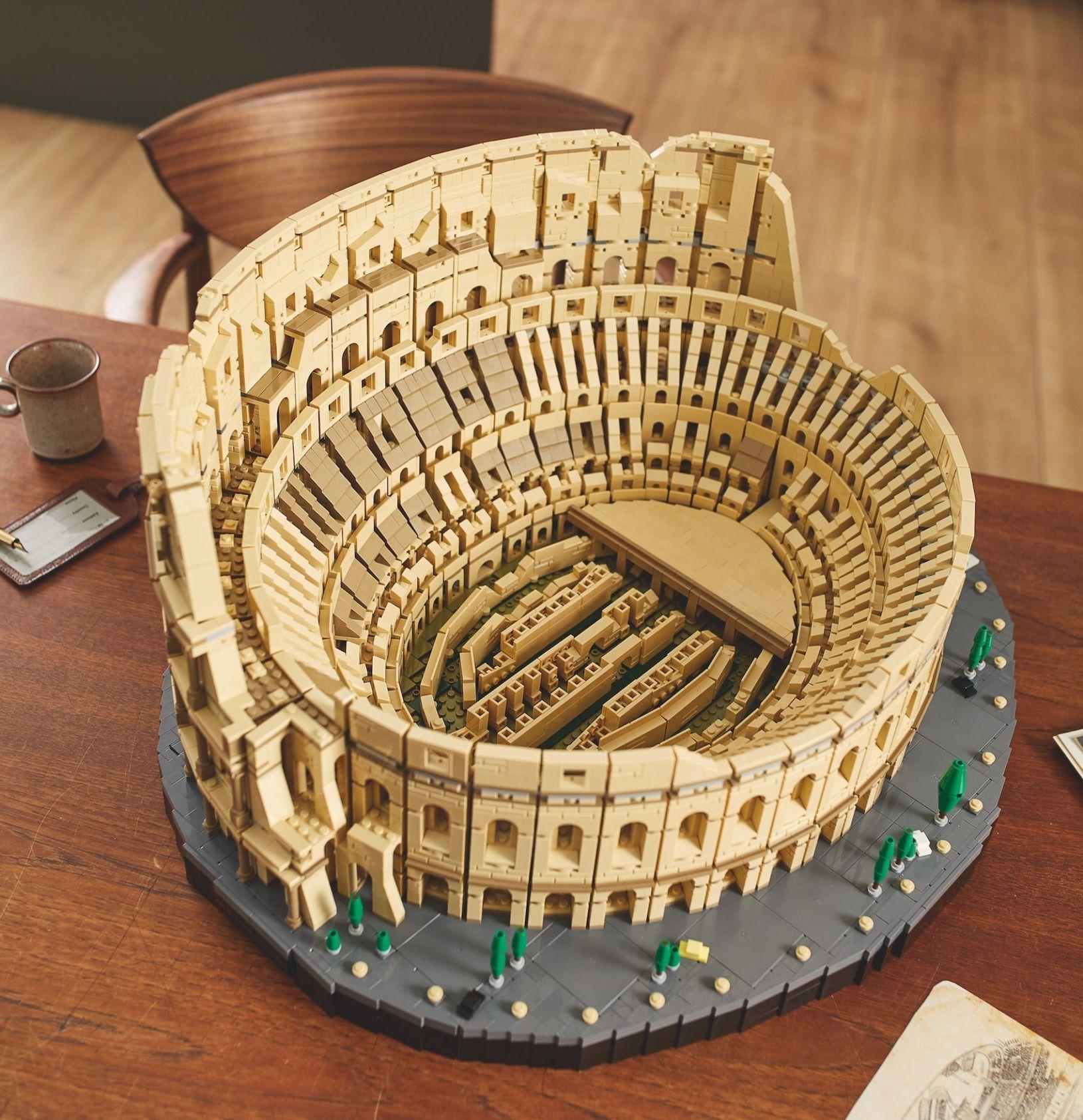 LEGO šokovalo úctyhodnými 9 036 kockami v novej stavebnici rímskeho Kolosea. Vysolíš zaňho takmer 500 eur
