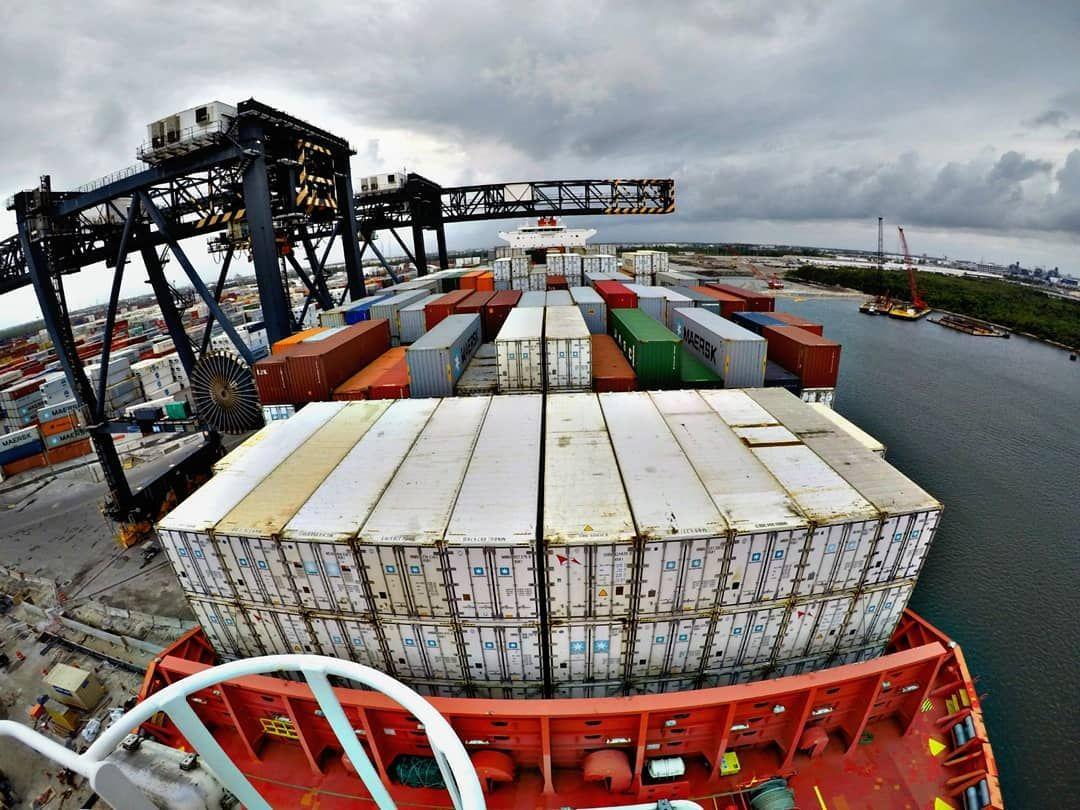 Námorník Igor: Na lodiach sa môžu prevážať aj drogy, v každom prístave čaká niektorých mužov nová žena, smeje sa (Rozhovor)