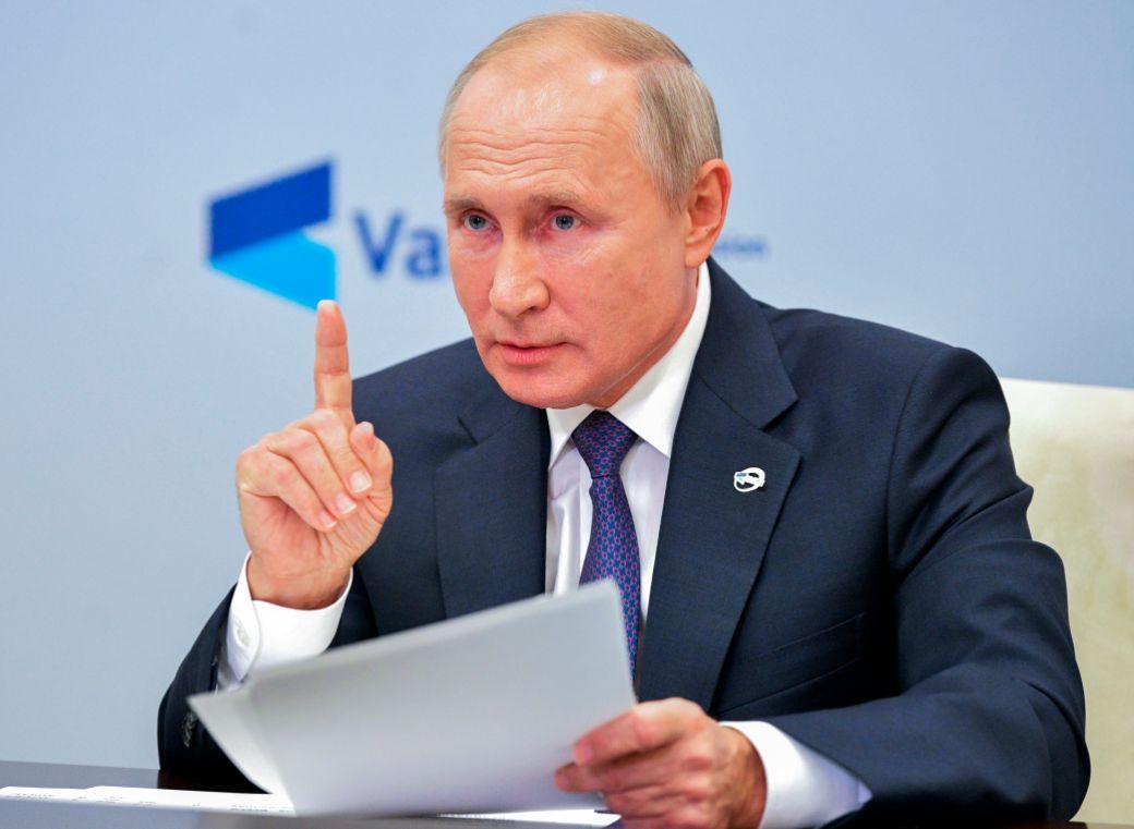 Vladimir Putin nikam neodchádza a neodstupuje, vyhlásil Kremeľ. Zdravie má excelentné, znela reakcia na fámy