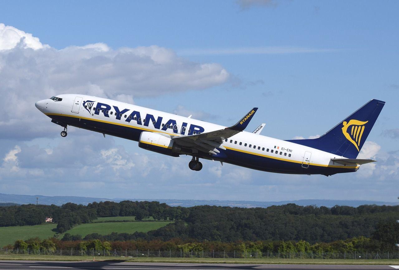 Lacné lety aj za 9,99 € za minulý rok zarobili Ryanairu viac ako 1 miliardu eur