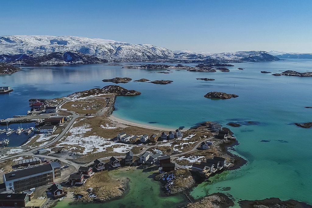 Nórsky ostrov chce zrušiť koncept času. Ľudí láka na slobodu, obyvatelia tam kosia trávnik aj o druhej v noci