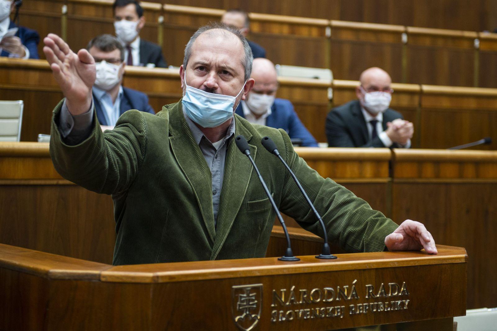 Nikoho v strane nedržím nasilu, kľudne môžu ísť, odkázal Kotleba nespokojnému Mazurekovi s Uhríkom