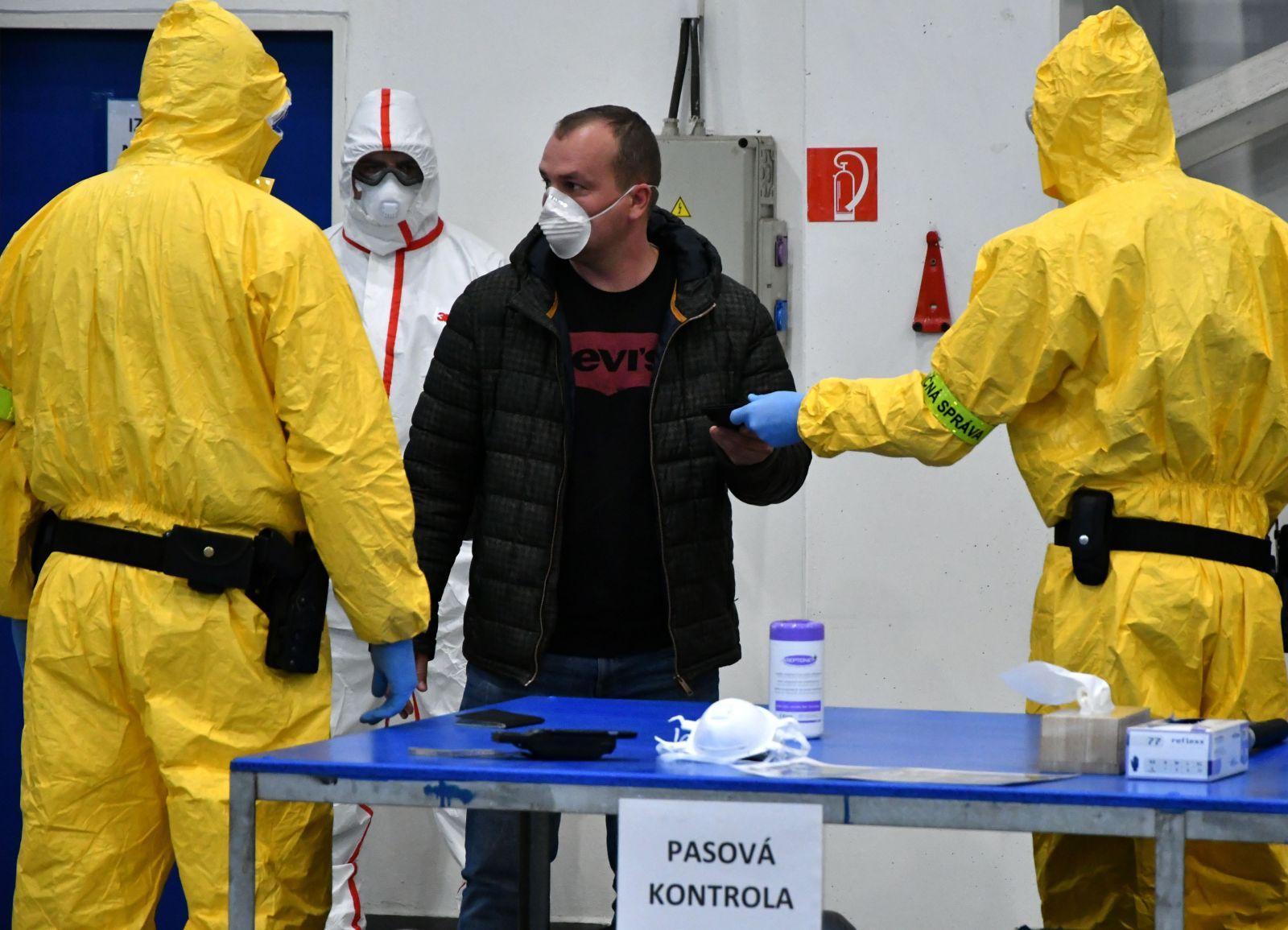 Novú mutáciu koronavírusu hlásia z Fínska. U pacienta ju objavili minulý týždeň, vraj kombinuje britský aj juhoafrický variant