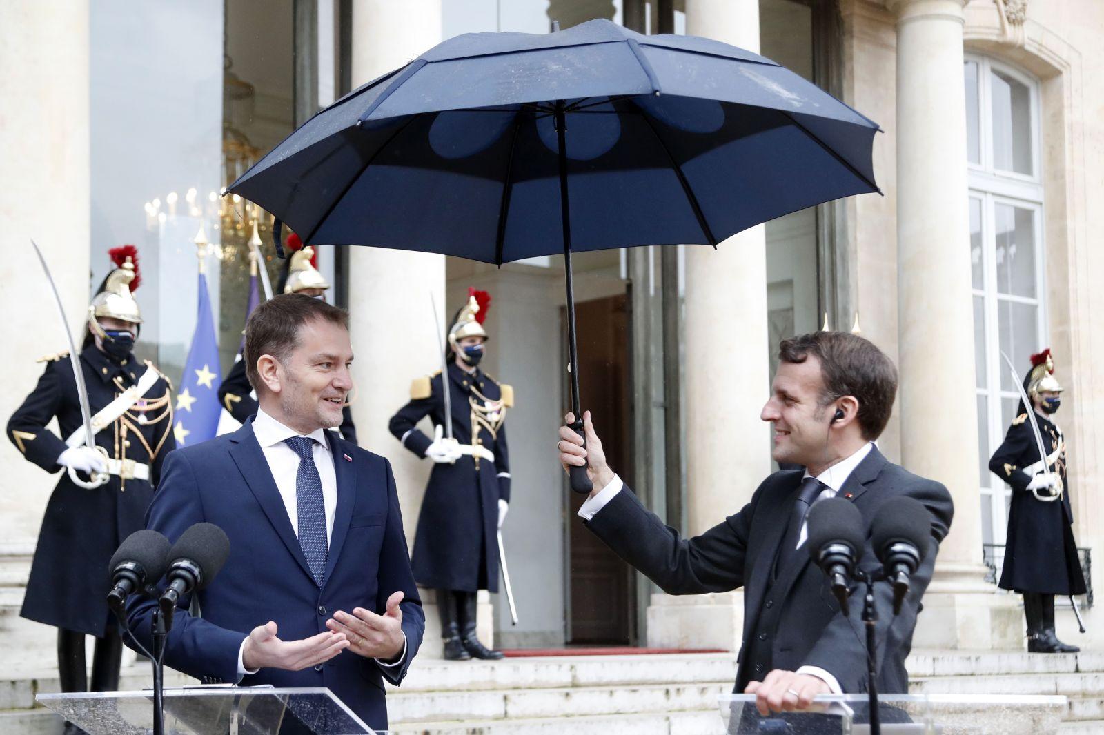 """""""Ďakujem za jednoduchosť,"""" povedal Matovičovi prezident Macron, keď mu vysvetľoval, ako sa nechal ostrihať mladšou dcérkou"""