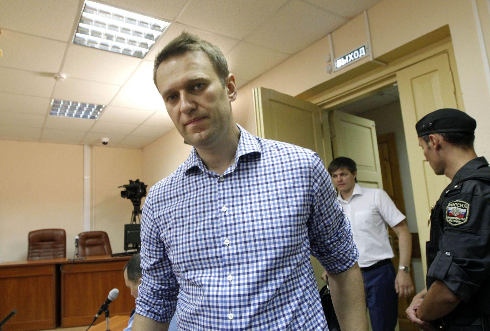 Meno Navaľnyj vraj Putin zakázal vyslovovať. Nechali ho zavraždiť, teraz ho napriek protestom poslali na tri a pol roka do väzenia
