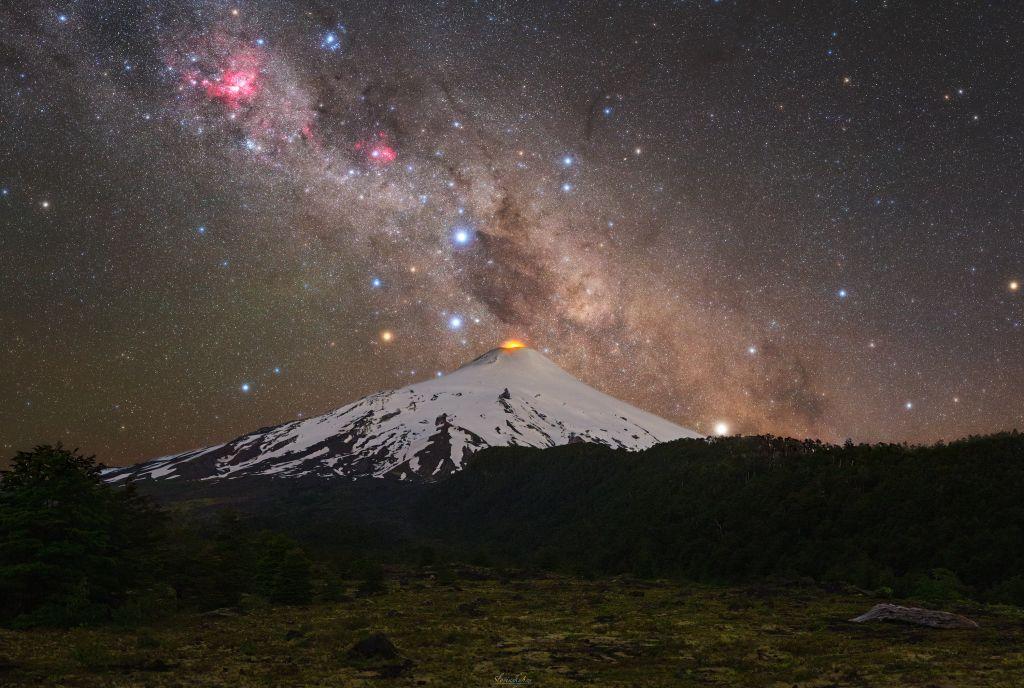 Slovák svojou fotkou zahviezdil v NASA. Vybral sa kvôli nej pod jednu z najaktívnejších sopiek, ale výsledok stojí za to