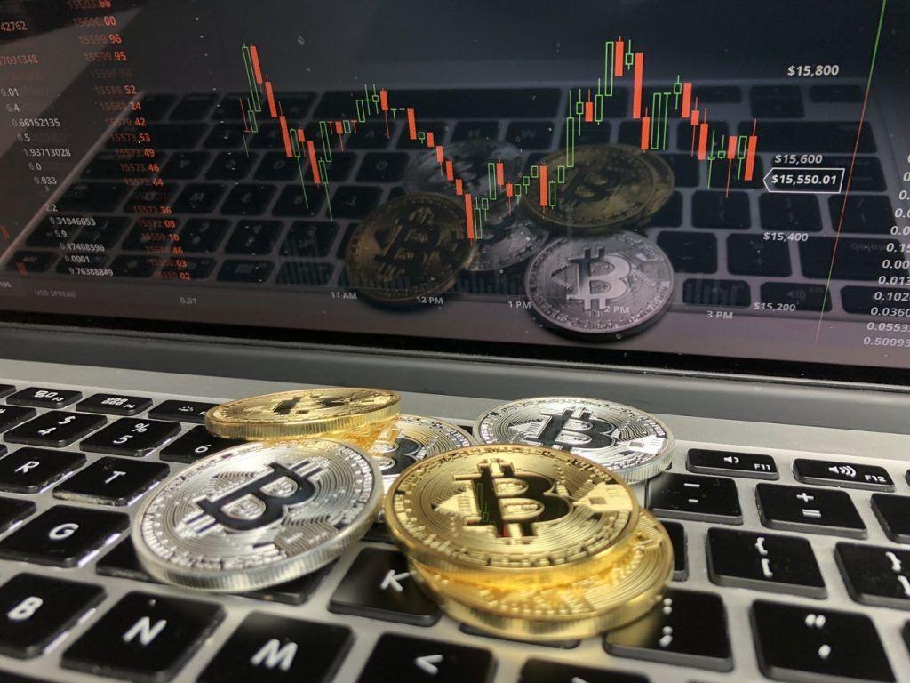 Za prvý týždeň roka Slováci nakúpili Bitcoin za 1 milión eur. Vzápätí sa cena náhle prepadla