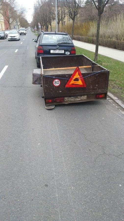 Opilý řidič měl na přívěsném vozíku místo kola skateboard. Policistům tvrdil, že pil jen francovku