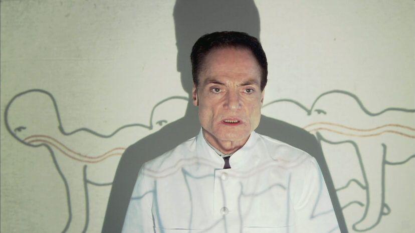 Tvůrce Lidské stonožky chce natočit Lidskou housenku. Jeho nový film prý diváky dovedl téměř k orgasmu
