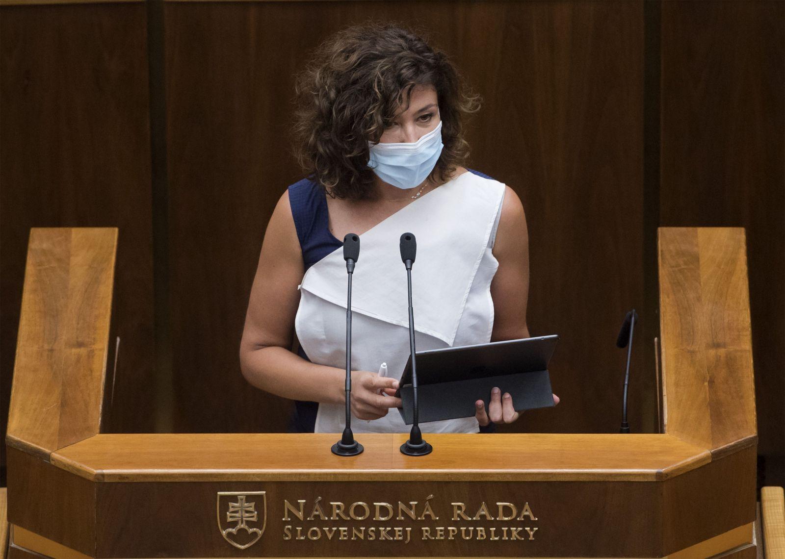 Ďuriš-Nicholsonová: Mám skúsenosti s marihuanou, tresty za ňu sú drakonické a treba ju dekriminalizovať (Rozhovor)