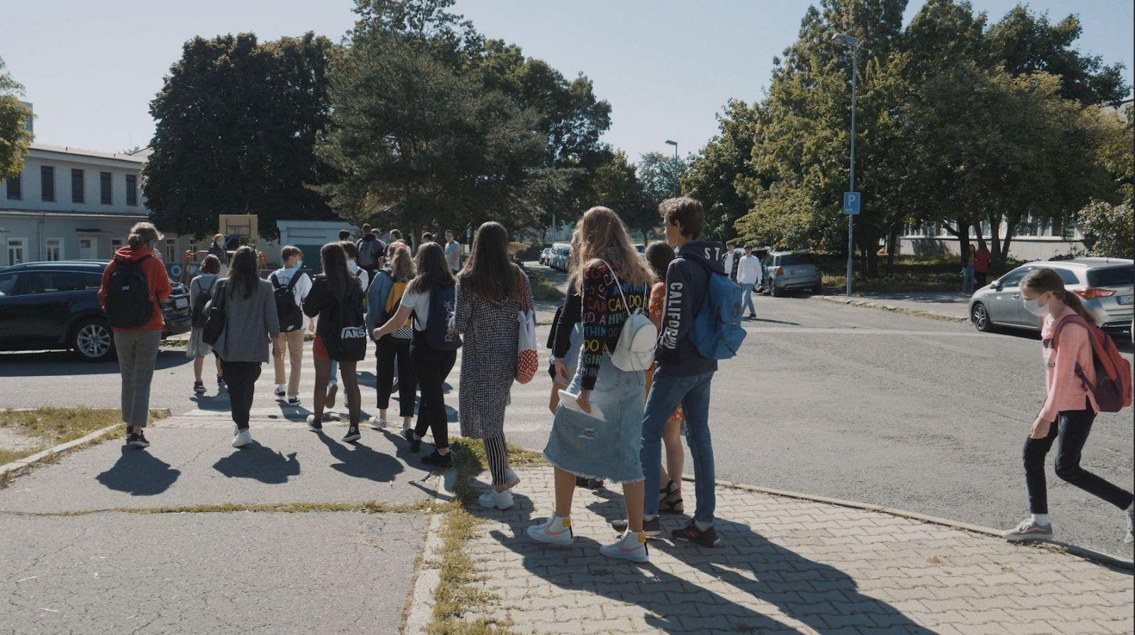 Čerství stredoškoláci: Nechceme ochorieť, budeme nosiť rúška (Reportáž)