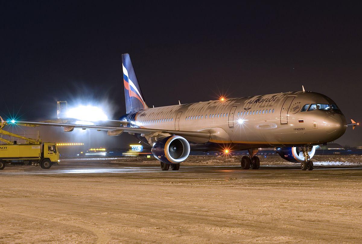 Ruské lietadlo muselo núdzovo pristáť, pilot dostal v kokpite infarkt. Nepodarilo sa ho zachrániť