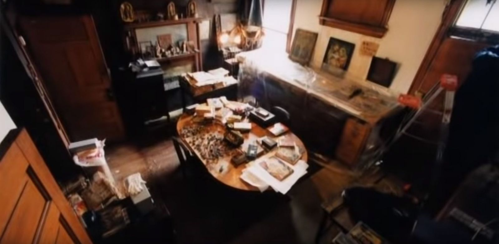 Osamelý údržbár v tajnosti vytvoril najdlhší román na svete a stovky obrazov. Dnes patrí k najoceňovanejším umelcom