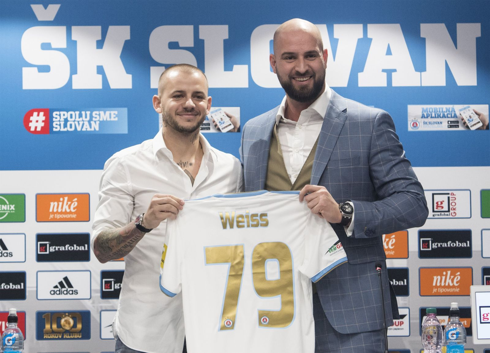 Vladimírovi Weissovi hrozí trest pre pikantné video, v ktorom si vymieňal nežnosti s Komtríkom a močil na ulici