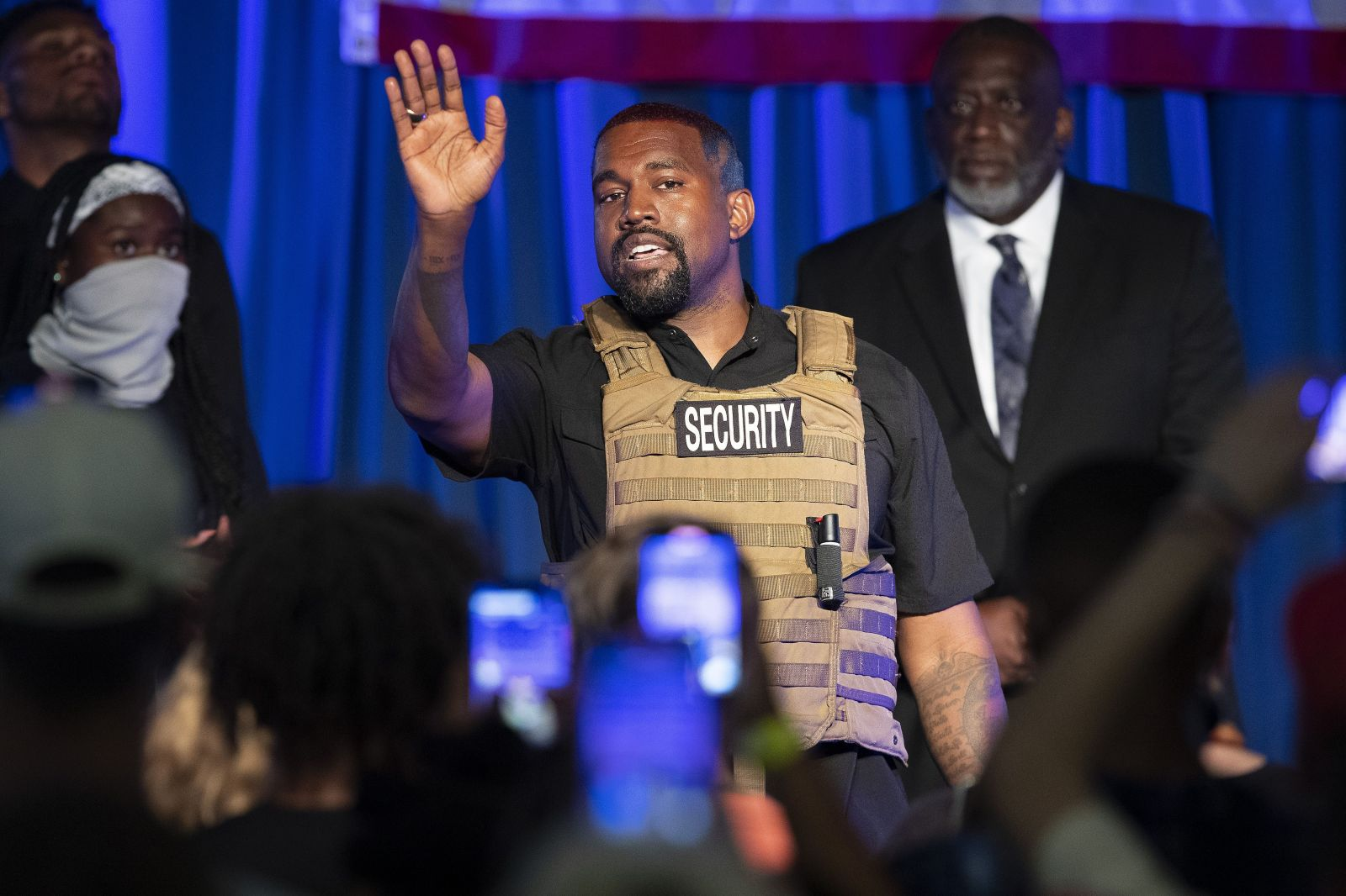 Kanye West opäť kandiduje. Na predvolebnom mítingu sa rozplakal a uviedol, že zlegalizuje marihuanu pre všetkých