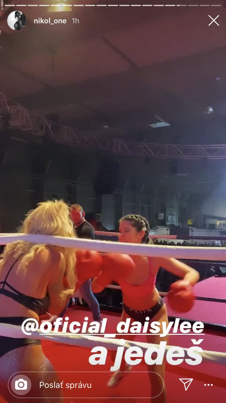 Daisy Lee v ringu porazila Lady Dee. Boxerský zápas medzi pornoherečkami bol plný vzrušujúcich momentov