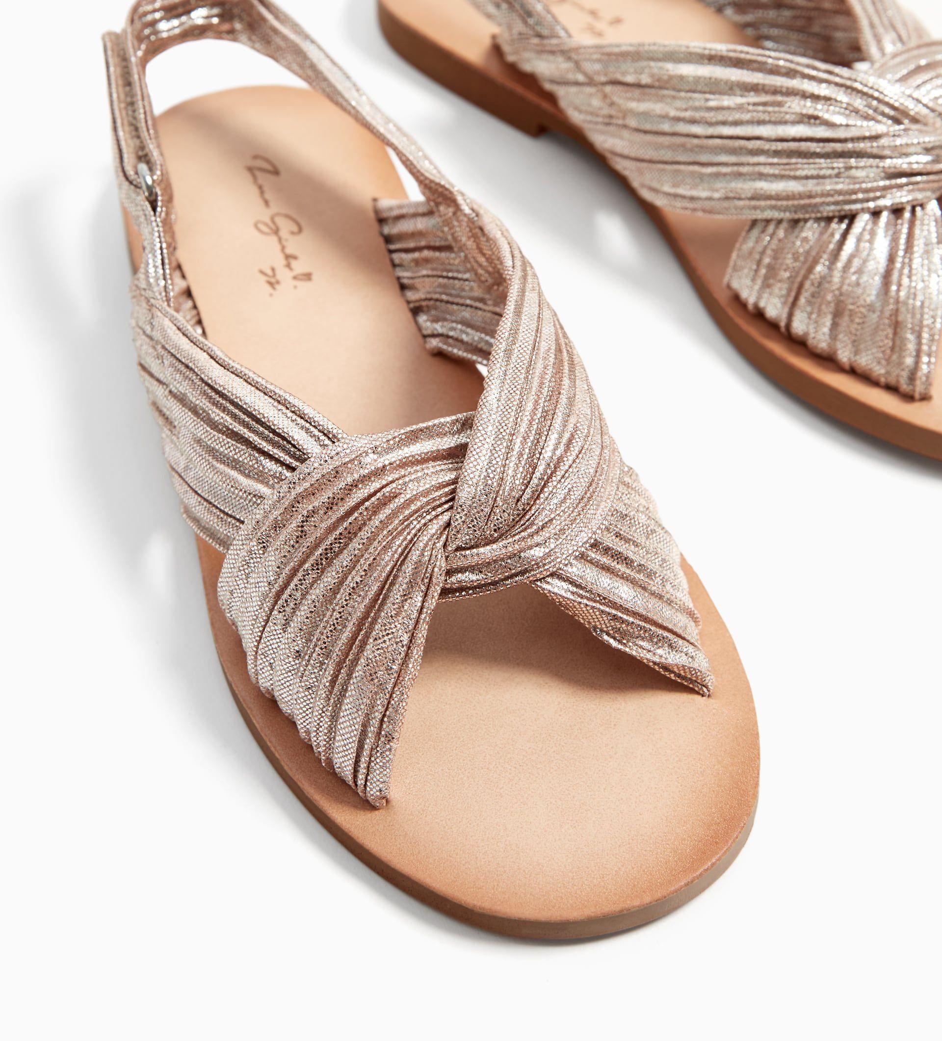 4a1df155cd3a Strieborné kožené sandále s laminovaným efektom