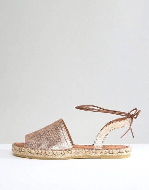 9a65b0cede23 Šnúrovacie strieborné letné topánočky