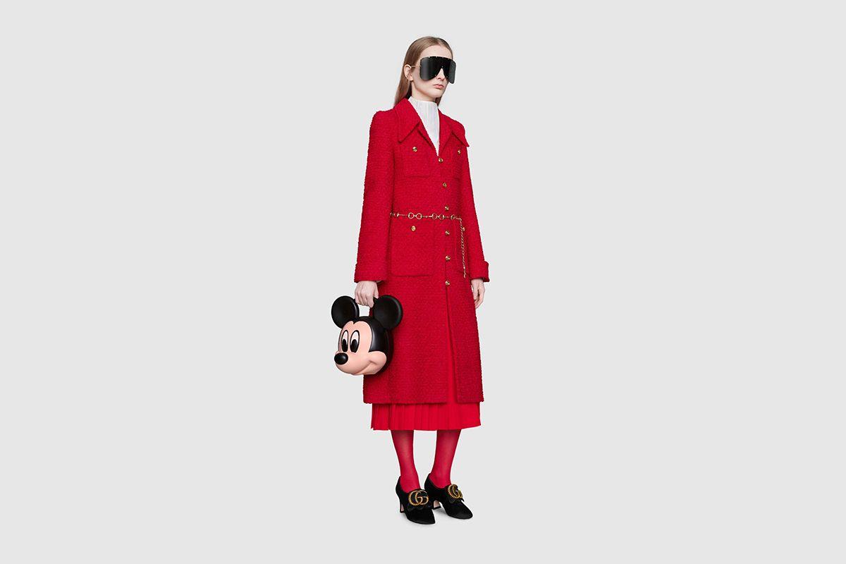 Gucci predstavilo bizarnú 3D kabelku v tvare hlavy Mickey Mousa 7f41b395d64