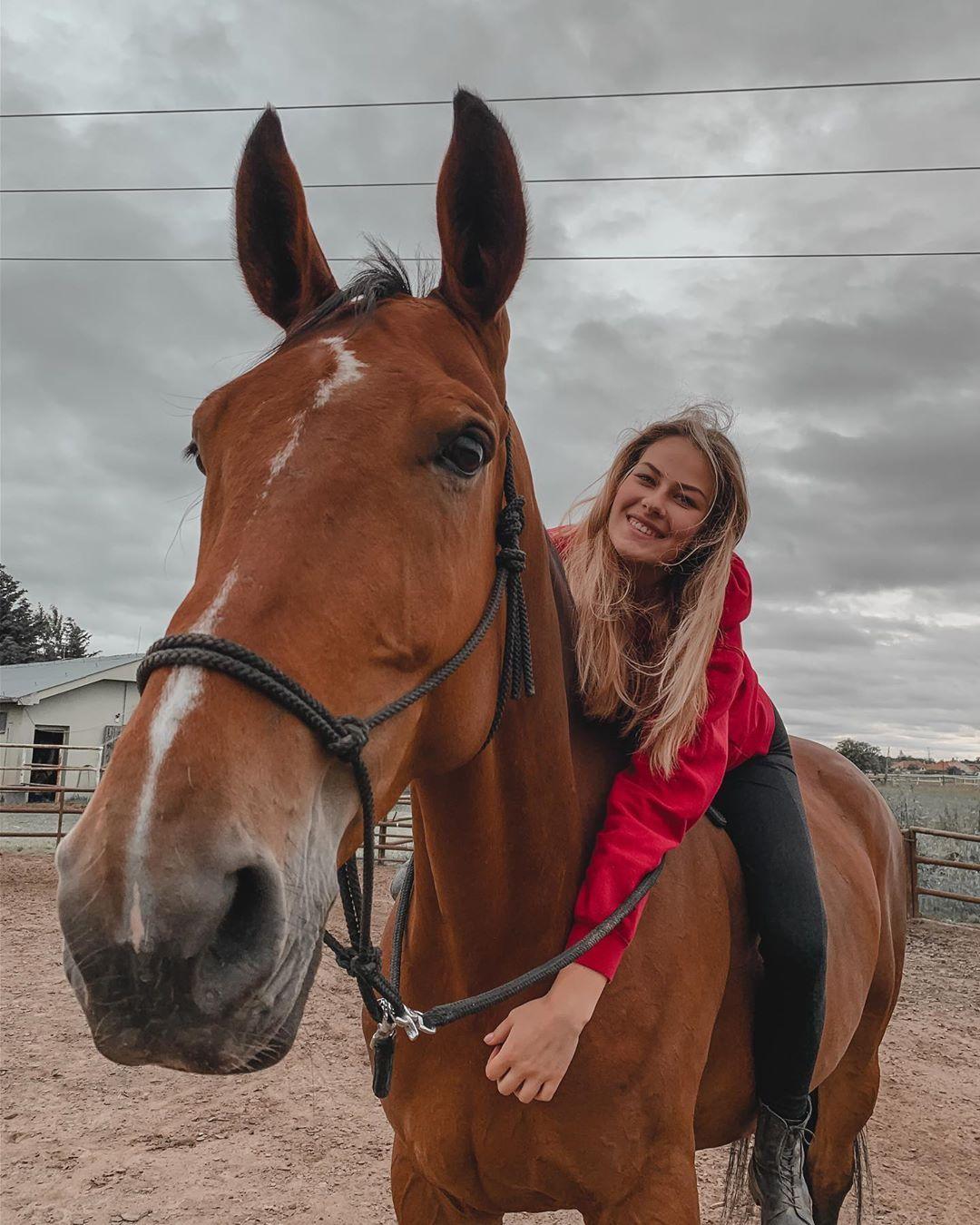 Mladá konská terapeutka Vanessa: Ak sa k tebe blíži kôň, ktorému nie je vidieť uši, utekaj! (Rozhovor)