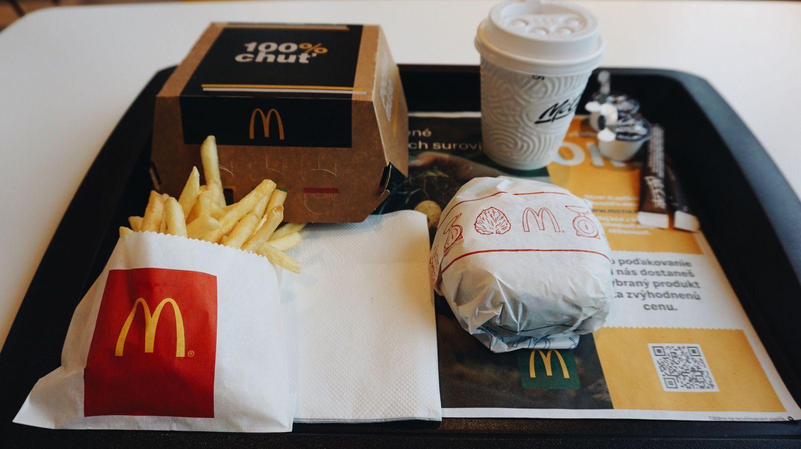 Lučina x McDonald ': Ako chutí tradičné slovenské burger s bryndzou a reďkovkou v Mekáč? (Test)