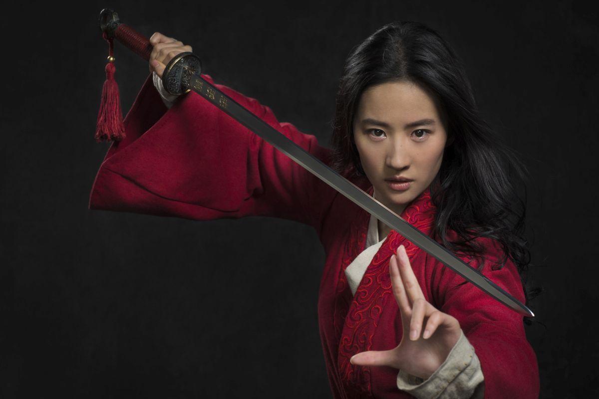 Ľudia kritizujú hlavnú postavu z filmu Mulan. Verejne podporila políciu v boji proti protestom v Hong Kongu