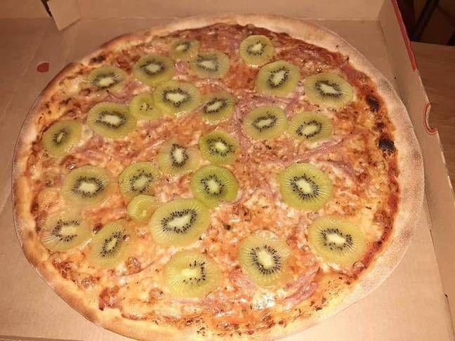Pizza s ananásom je minulosťou. Ľudia na internete zdieľajú fotky, ako si na taliansky pokrm dávajú kiwi