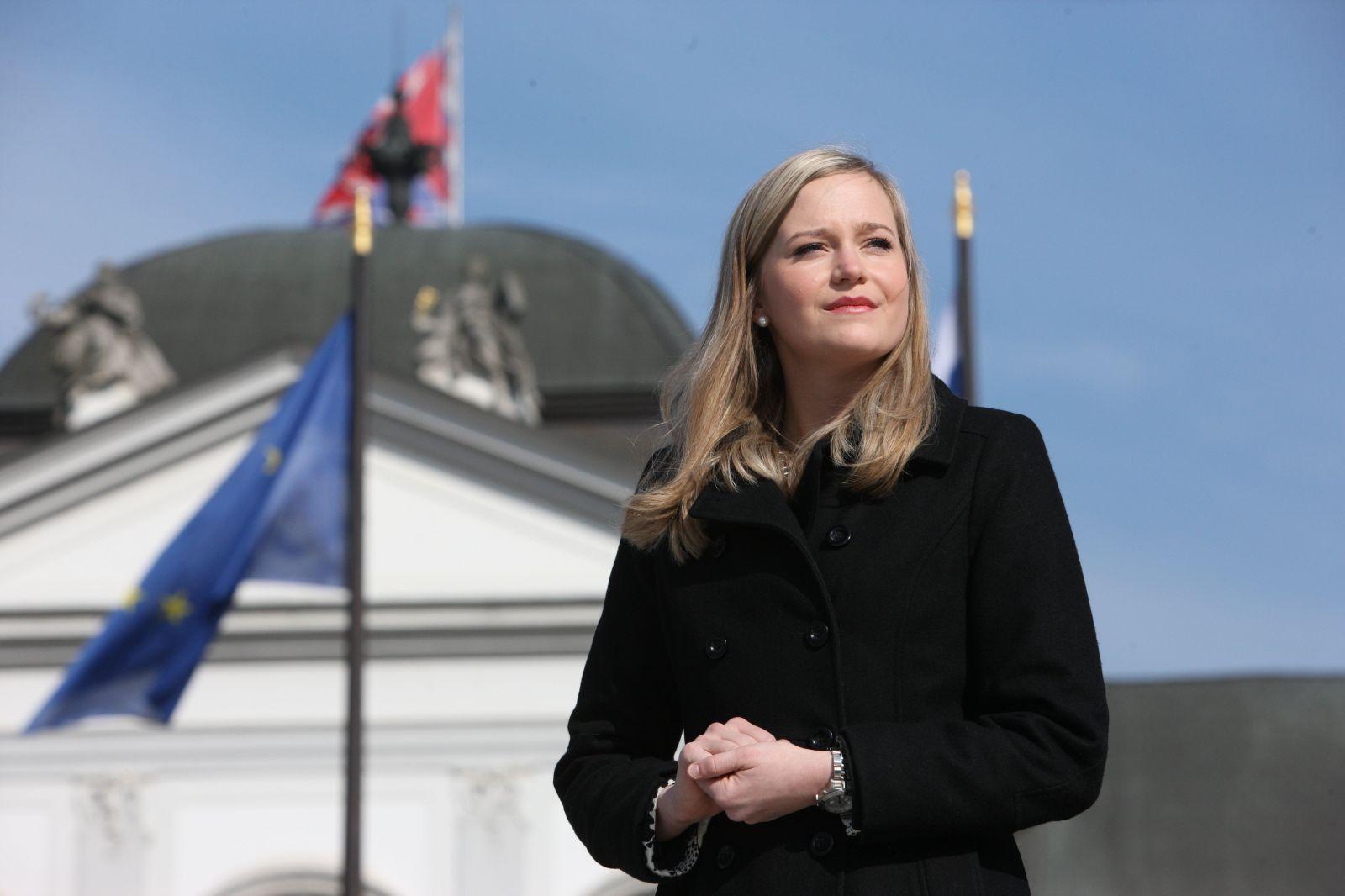 Na Slovensku je súdenie ľudí národným športom, tvrdí 27-ročná Vladimíra, najmladšia členka prezidentovho tímu (Rozhovor)