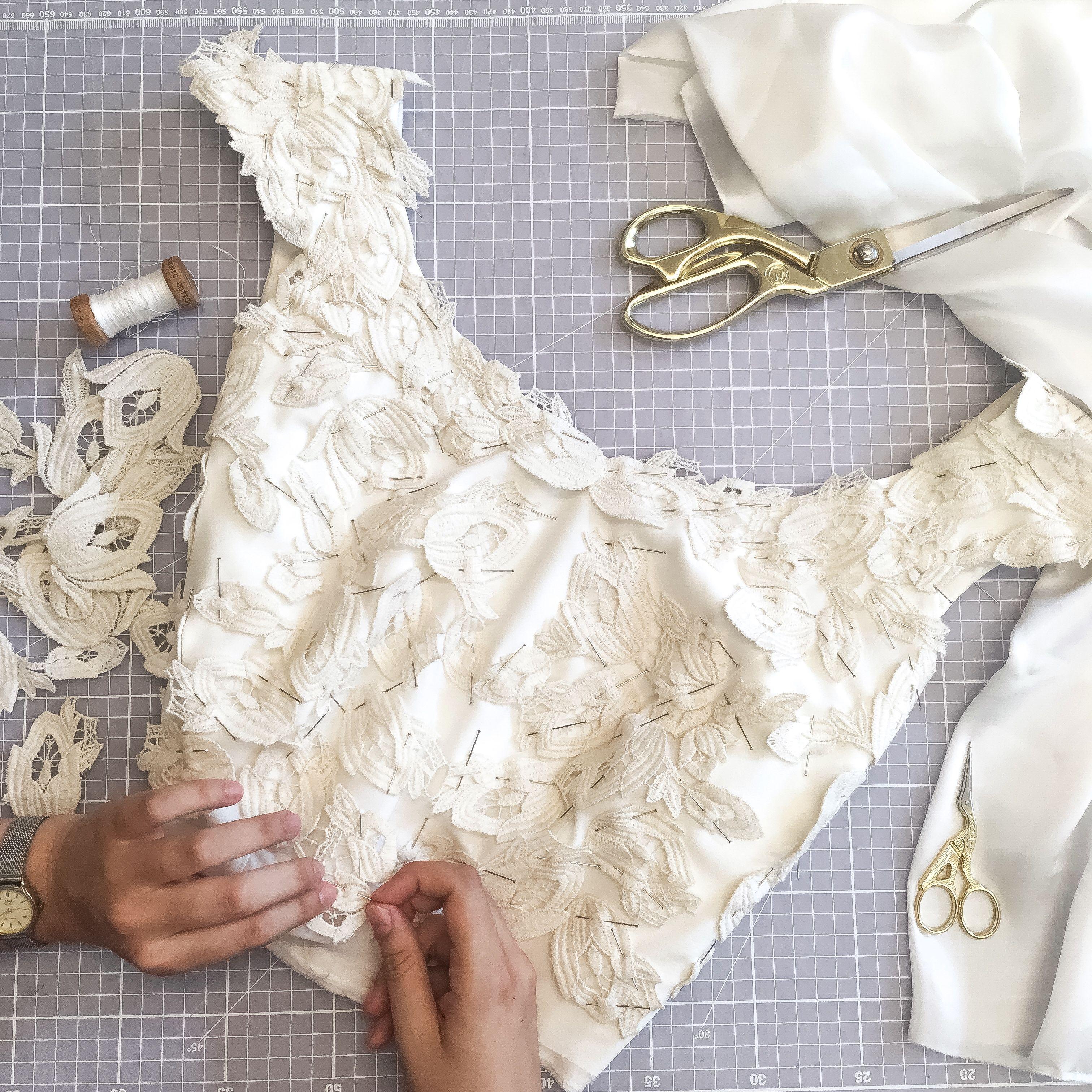 9a5bc99f33ae Mladá Slovenka vyrába svadobné šaty z bambusu a ponúka topánky z ...