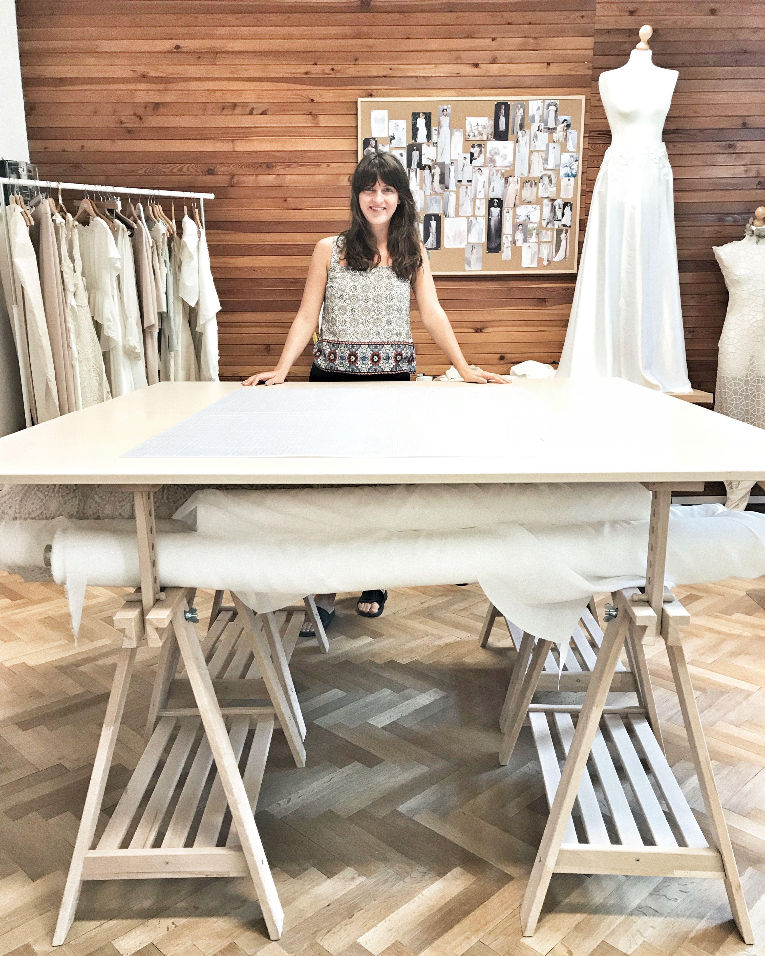 Mladá Slovenka vyrába topánky z ananásových šupiek a svadobné šaty z bambusu.  V Bratislave si 2d7c2c78cda