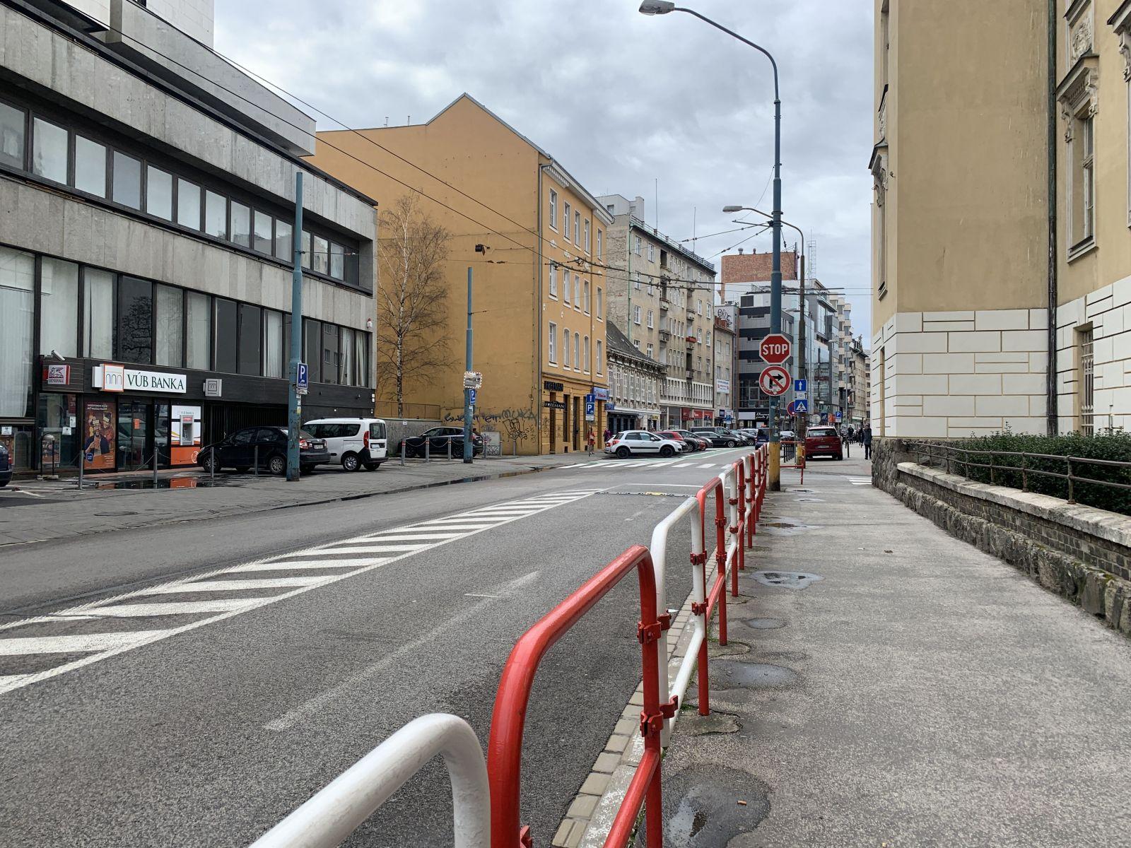 Dunajská ulica v stredu o 12:30