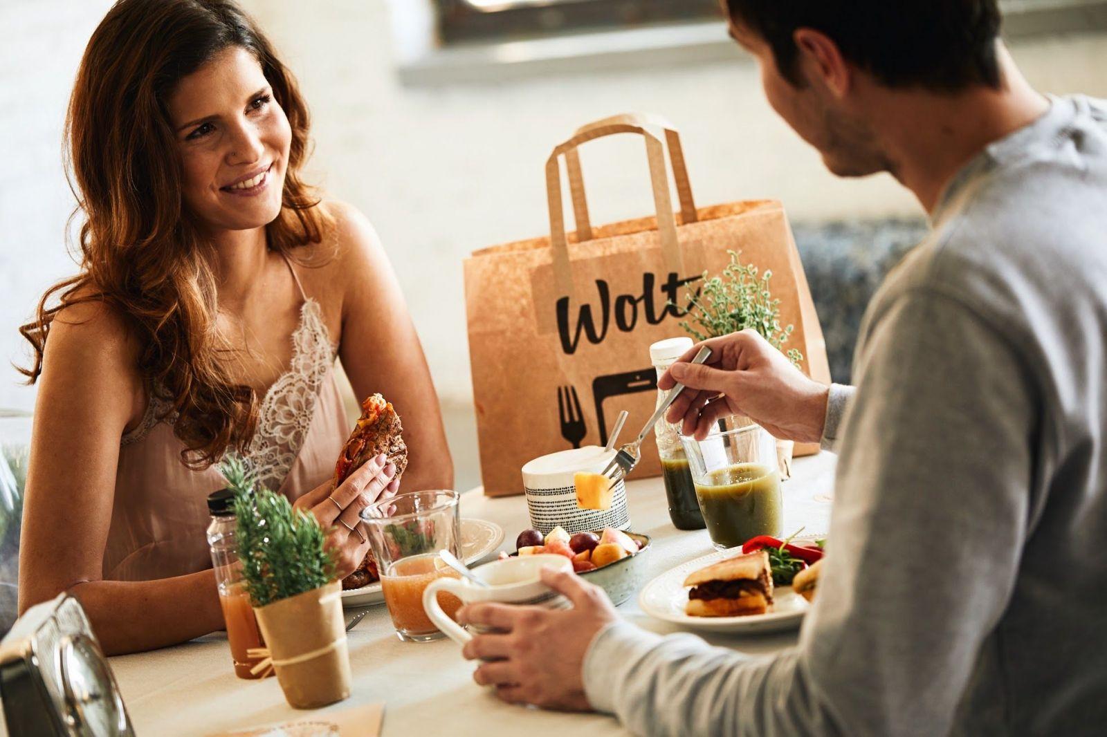 Mobilní aplikace Wolt dobývá Česko. Rozvoz jídla je díky ní etický i rychlý