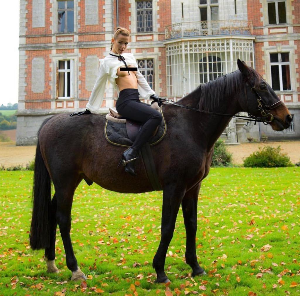 Z natáčení pro Marc Dorcel na zámku ve Francii