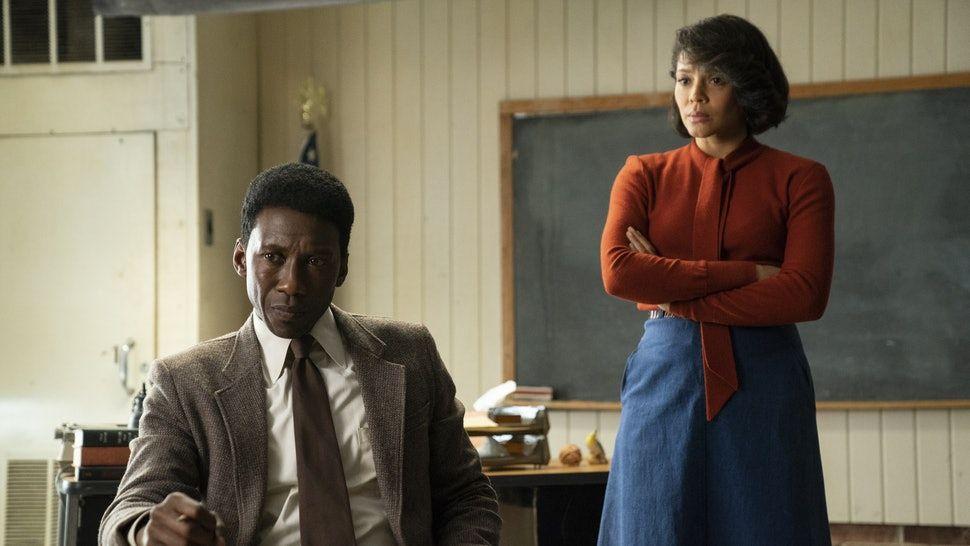 3. séria True Detective sa vracia ku koreňom. Ponúka strhujúci prípad, vynikajúce postavy a geniálne herecké výkony (Recenzia)