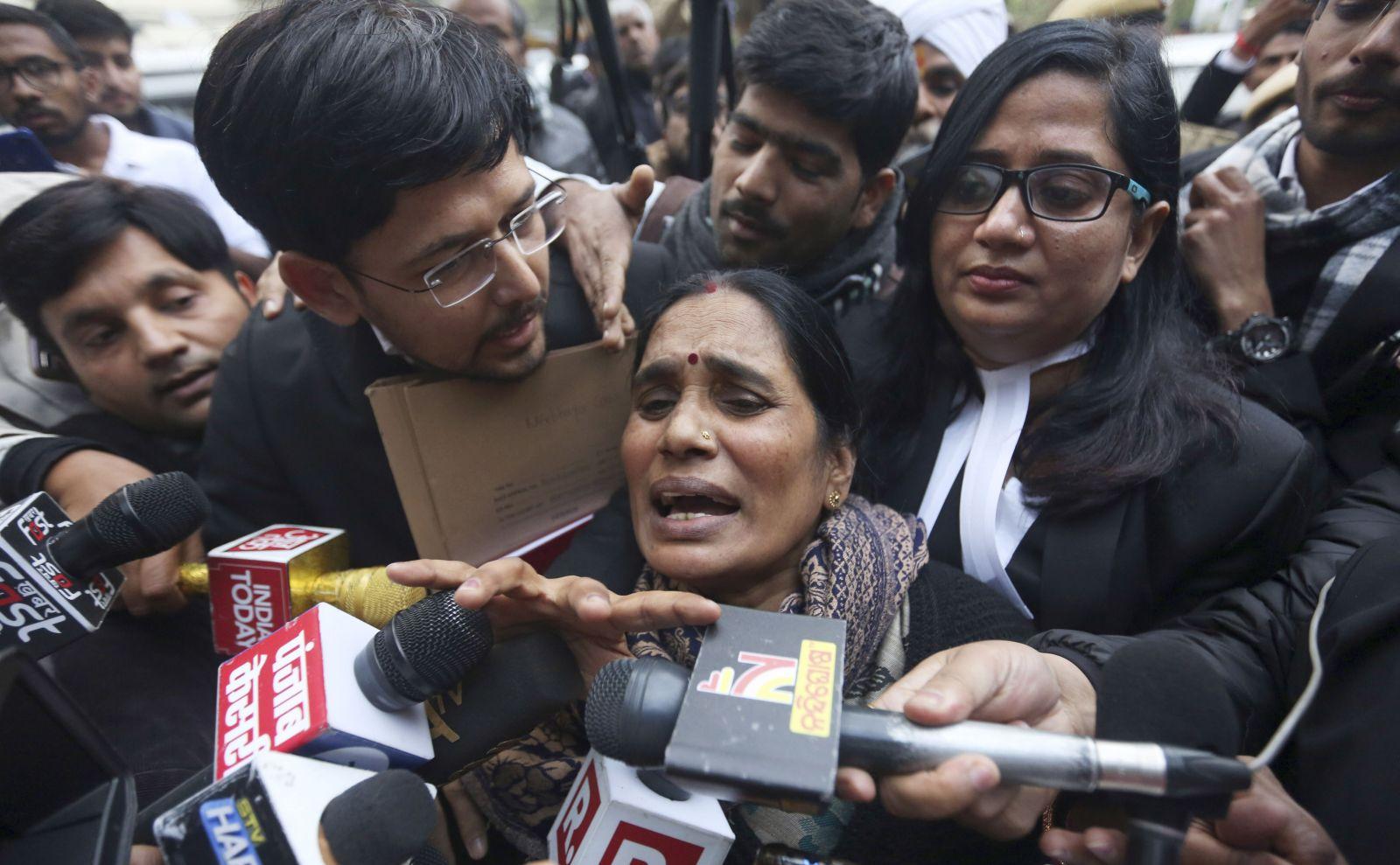 Znásilnění a vražda třináctileté dívky v Indii