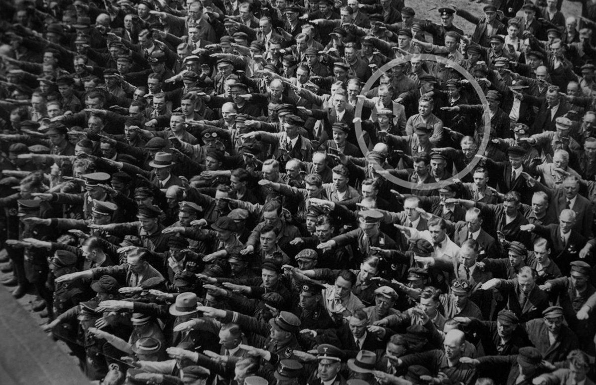 August Landmesser na známej fotografii