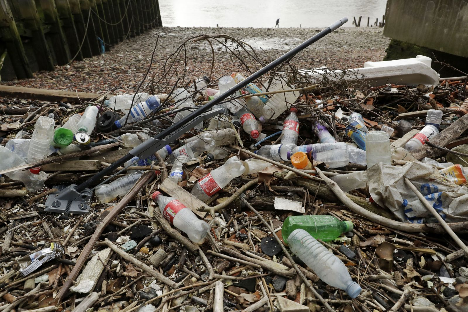 Jednorazové plasty v EÚ od roku 2021 skončia. Europarlament schválil ich zákaz