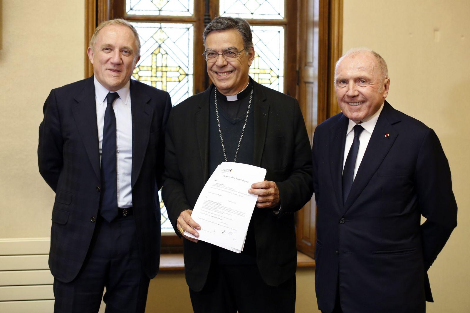 Na Notre Dame darovali 100 miliónov eur. Miliardárska dvojica si splnila svoj sľub