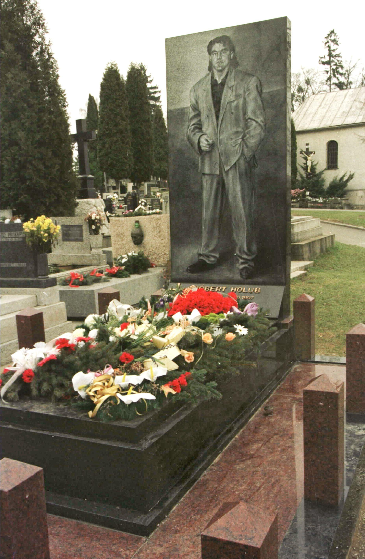 Hrob zavraždeného bývalého bossa Košíc Róberta Holuba