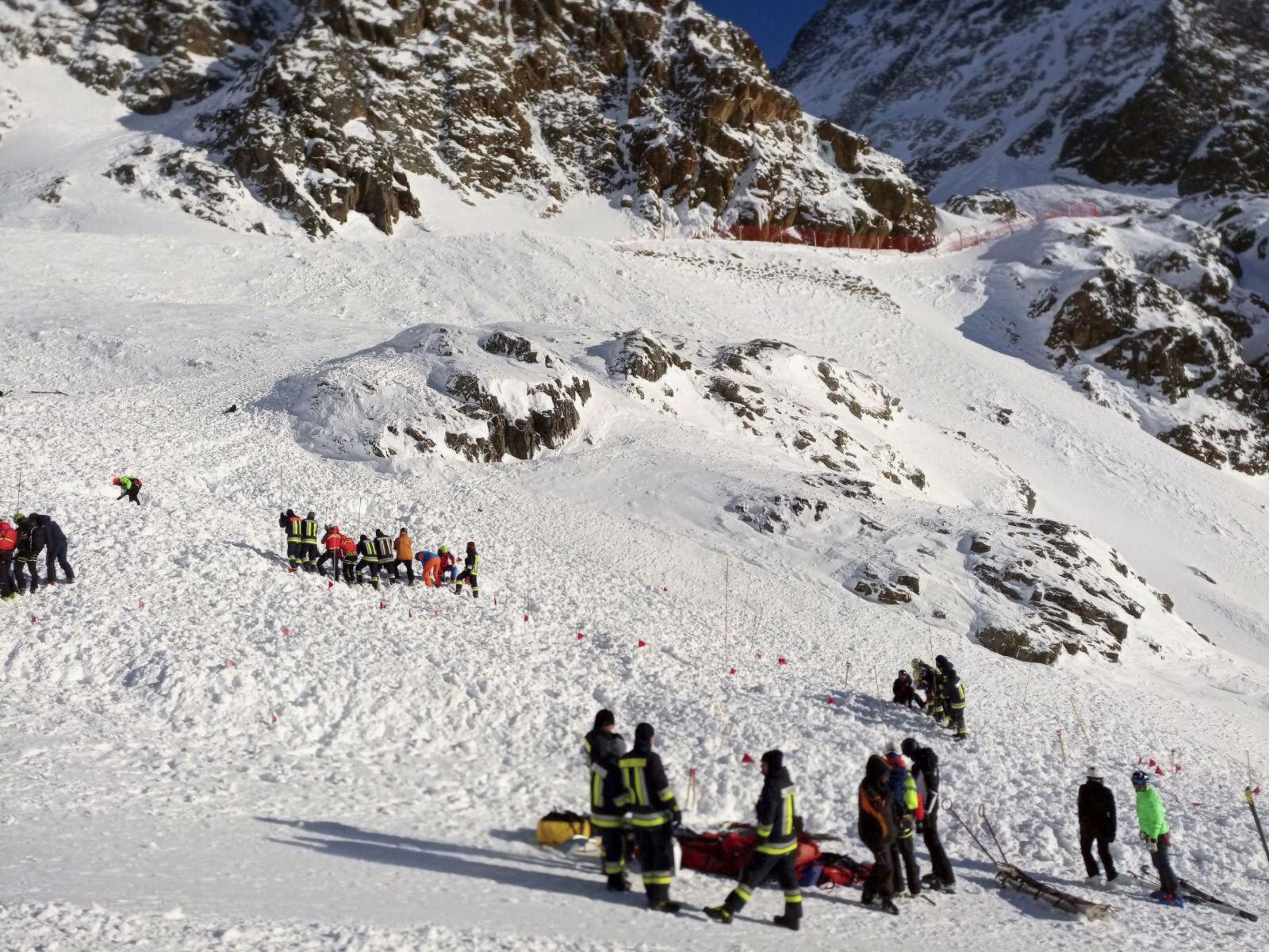 Lavína v Južnom Tirolsku zabila matku s dvomi 7-ročnými dcérami. Ďalších ľudí museli hospitalizovať