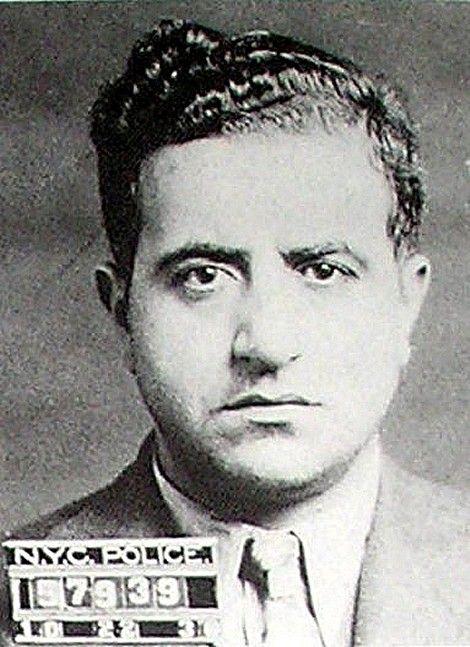 Zabíjal v rúchu kňaza, policajtov donútil zjesť dôkazy a učil slávneho bossa Johna Gottiho
